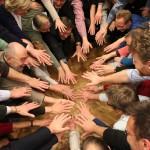Gemeinwohl Ökonomie - Gruppenfoto Hände