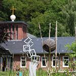 Das Haus am Schüberg mit Kunstwerken